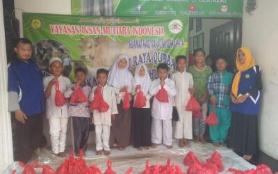 Yayasan Insan Mutiara Indonesia Berbagi Berkah di Hari Raya Idul Qurban 1410 H Bersama Yatim Piatu dan Dhuafa.